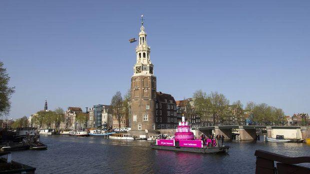 Kue Warna Pink Hiasi Amsterdam