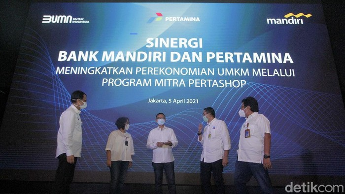Webinar tentang Sinergi Bank Mandiri - Pertamina digelar di Jakarta, Senin (5/4). Bank Mandiri dan Pertamina bersinergi untuk perberdayaan UMKM melalui program Mitra Pertashop.