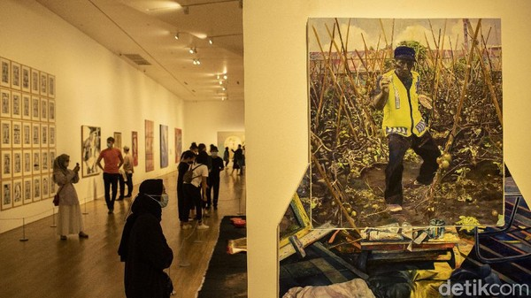 Semesta dan Angan menampilkan karya seni dari Olafur Eliasson, Keith Haring, Sigmar Polke, Barbara Kruger, Zai Kuning, Tisna Sanjaya, dan Bandu Darmawan.