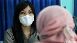 Momen Para Guru di Jakarta Divaksin Corona