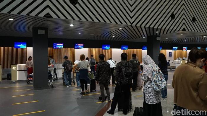 Jumlah penumpang pesawat dari dan ke Bandara Juanda naik 18 persen selama libur paskah. Peningkatan jumlah penumpang juga diikuti dengan bertambahnya penerbangan.