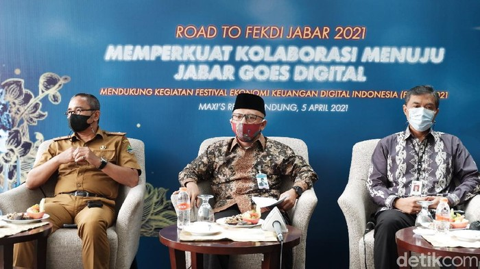 Plt Ketua ISEI (Ikatan Sarjana Ekonomi Indonesia) Koordinator Jabar sekaligus Peneliti Ekonomi Universitas Pasundan Acuviarta Kartabi mengungkapkan, kontribusi Pendapatan Asli Daerah (PAD) di Jabar rata-rata masih di angka 20 sampai 30 persen.