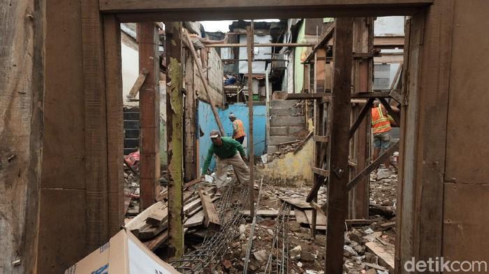 Proyek rumah panggung di Kampung Melayu Jaktim