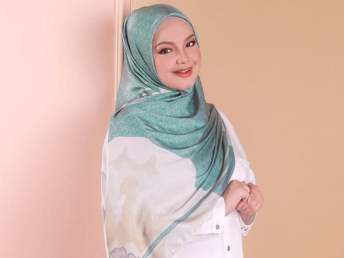 Siti Nurhaliza baru merilis produk hijab.
