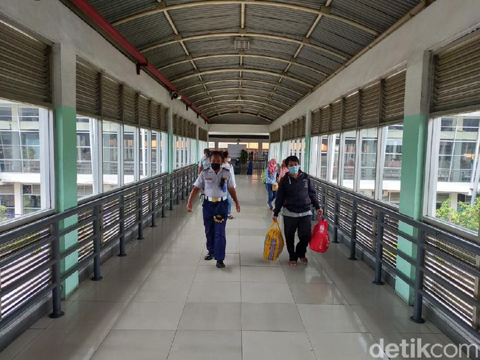 Jumlah penumpang di Terminal Purabaya Surabaya naik saat long weekend. Tapi masih di bawah rata-rata harian sebelum pandemi COVID-19.