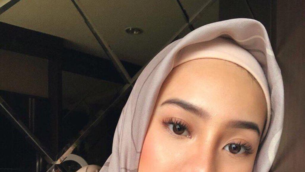 Bikin Pangling, Gaya Anya Geraldine Pakai Hijab dengan Gamis Macan Tutul