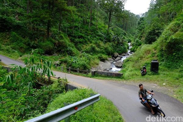 Dari kota Purbalingga menuju lokasi, banyak sekali pemandangan yang sangat menawan dan sayang dilewatkan.