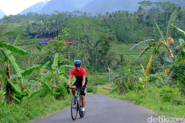 Bukit Siregol yang berada di Purbalingga, Jawa Tengah lagi viral di media sosial. Disebut-sebut alam perbukitannya seperti Hutan Amazon, Amerika Selatan.