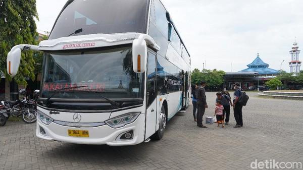 Sebagai informasi awal, Garuda Mas hingga kini memiliki empat bus DD. Kebetulan, yang kami saat perjalanan ke Jakarta adalah yang terbaru, yakni berumur enam bulan.