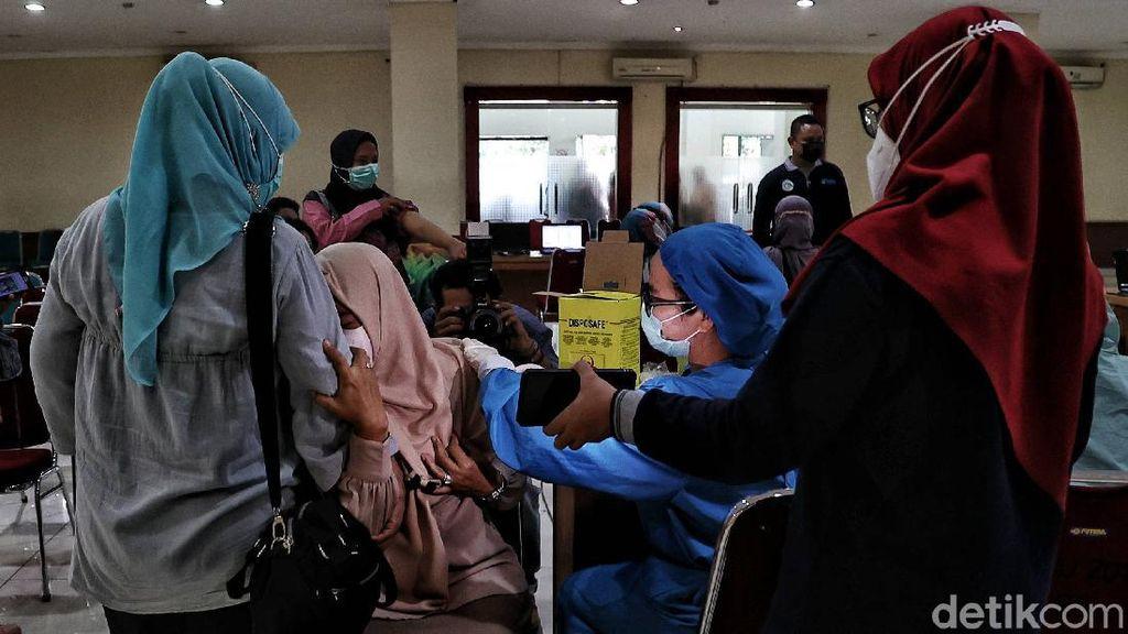 Giliran Guru-guru di Jakut Suntik Vaksin COVID-19