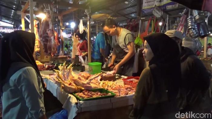 Harga daging ayam di pasar tradisional Purwakarta meroket