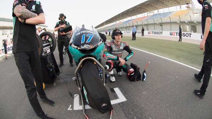 DOHA, QATAR - APRIL 04:  John McPhee of Great Britain and Petronas Sprinta Racing prepares to start on the grid during the Moto3 race during the MotoGP of Qatar - Race at Losail Circuit on April 04, 2021 in Doha, Qatar. (Photo by Mirco Lazzari gp/Getty Images)
