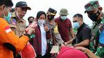 Kapolda dan Ketua Bhayangkari NTB Beri Bantuan untuk Korban Banjir Bima