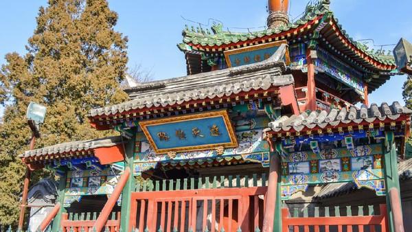 Masjid Niujie di China memiliki arsitektur khas Tiongkok yang terjaga apik sejak abad ke 15. Lokasinya berada di Distrik XIcheng yang merupakan kawasan muslim di Beijing. (iStock)