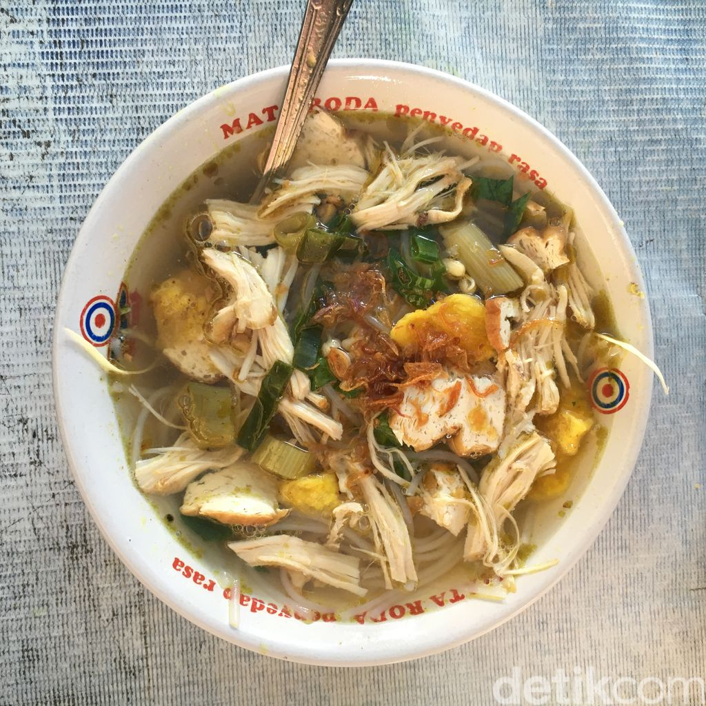 Pagi-pagi Paling Mantap Sarapan Soto Ayam Lenthok 'Pak B'