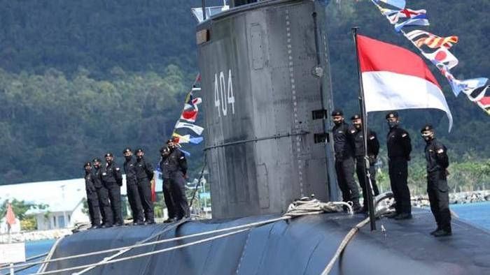 Panglima TNI Serahkan KRI Alugoro-405 ke Koarmada II