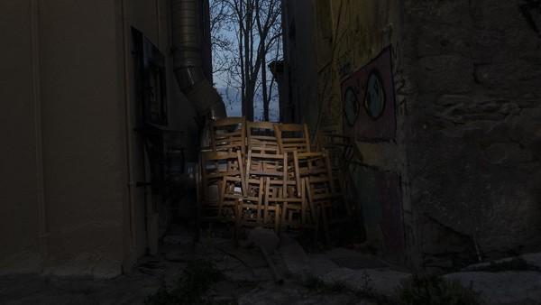 Yunani tenggelam kembali ke dalam resesi tahun lalu karena pandemi dan tindakan penguncian yang menyertainya.