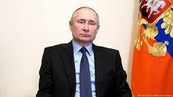 Putin Umumkan Isolasi Mandiri Usai Kontak Erat dengan Pasien Covid-19