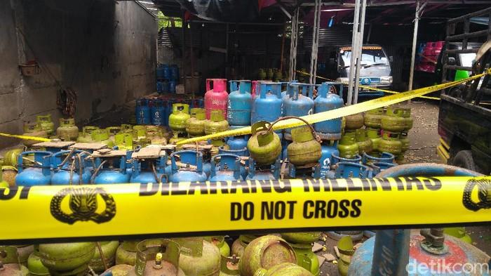 Tabung gas yang disita di kasus penyelewengan gas subsidi di Jakbar