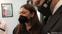 Jadi Korban KDRT, Kenapa Thalita Latief Tak Lapor Polisi?