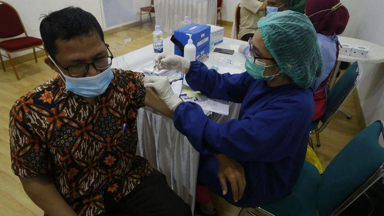Vaksinasi COVID-19 di Bogor Sasar Tenaga Pendidik