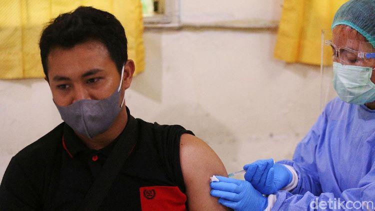 Vaksinasi COVID-19 untuk Guru Ditargetkan Rampung Juni 2021