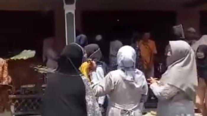Viral rombongan manten salah lokasi pernikahan gegara share loc di Kabupaten Magelang.