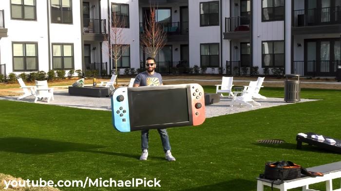 Youtuber Membuat Nintendo Switch Terbesar Di Dunia Sepanjang 1,8 Meter