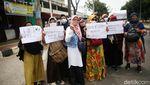 Aksi Emak-emak Minta Habib Rizieq Dibebaskan