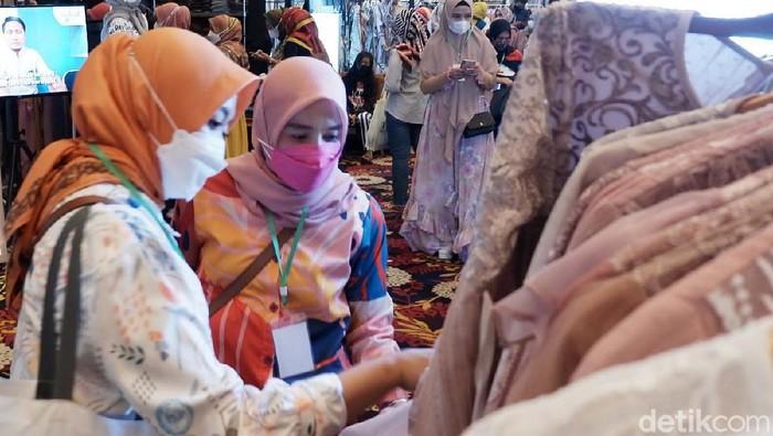 Indonesia Hijab Fest 2021 kembali digelar. Di tahun 2021 ini Hijab Fest dilaksanakan di Trans Convention Center, The Trans Luxuty Hotel, Jalan Gatot Subroto, Kota Bandung.