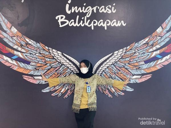 Mural berbentuk sayap