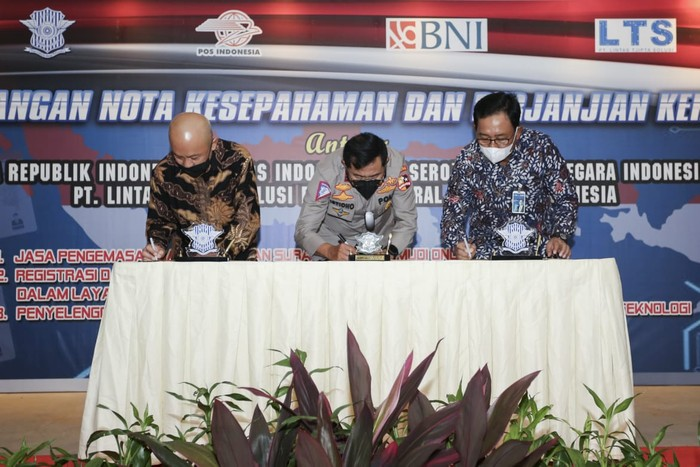 Penandatanganan Nota Kesepahaman dan Perjanjian Kerja sama antara Korlantas Polri dengan BNI yang ditandatangani oleh Kakorlantas Polri Irjen Pol Istiono dan Direktur Hubungan Kelembagaan BNI Sis Apik Wijayanto di Jakarta.