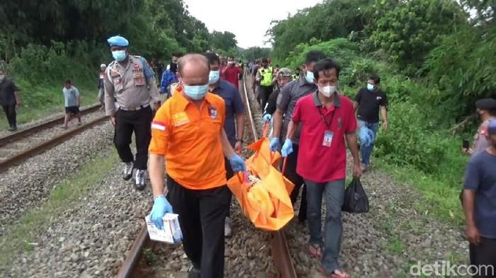 Bocah di Purwakarta tewas tersambar kereta saat mau ambil bola di rel