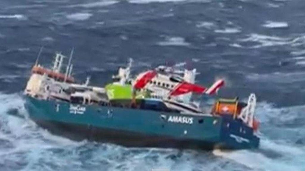 Dramatis! Detik-detik Evakuasi ABK Kapal Kargo di Laut Norwegia