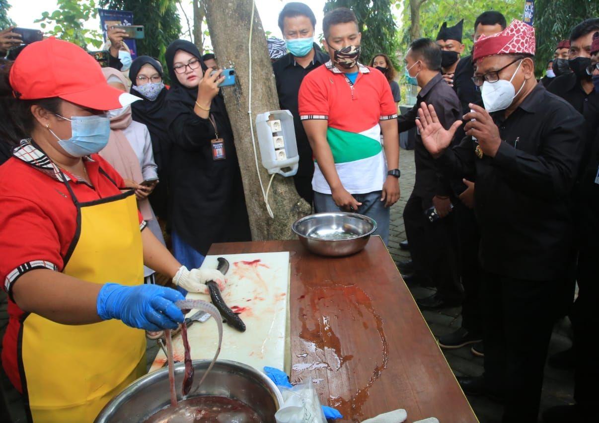 Di Oling River Food Festival Bisa Makan Pepes Sidat di Tepi Sungai Jernih