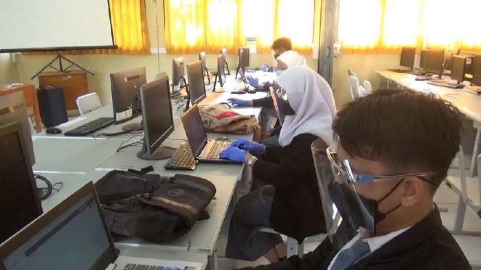 Hari Pertama Ujian Praktek SMK di Sumedang Dilakukan Tatap Muka