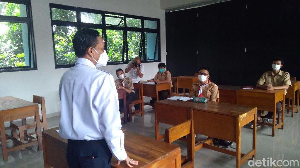 Plt Walkot Jaksel ke Siswa Sekolah Tatap Muka: Bosan Ya di Rumah Setahun?