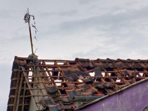 Kondisi rumah yang rusak akibat tersambar petir di Karangtengah, Kecamatan Sragen, Kabupaten Sragen, Rabu (7/4/2021).