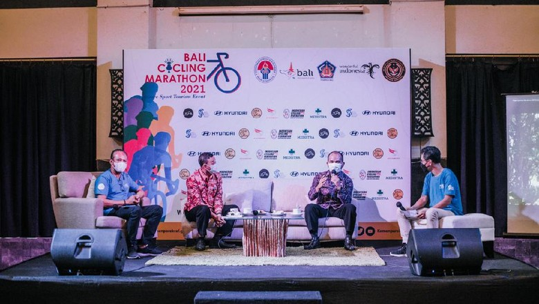 Konferensi pers Bali Cycling Marathon 2021 di Sector Bali Beach, Selasa (6/4/2021). (dok. Panitia BCM)