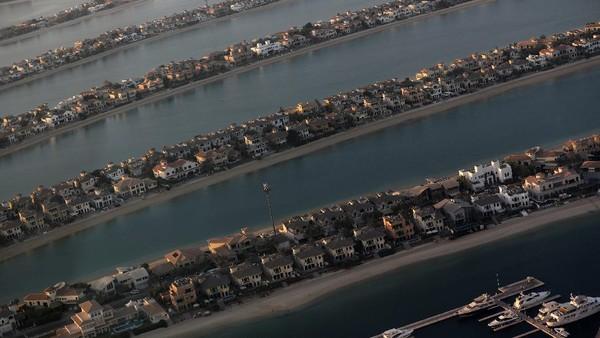 Dari dek observasi The View, wisatawan bisa menikmati indahnya kota Dubai dari ketinggian.