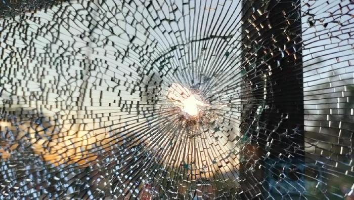 Mobil anggota DPRD Sintang ditembak pemotor.