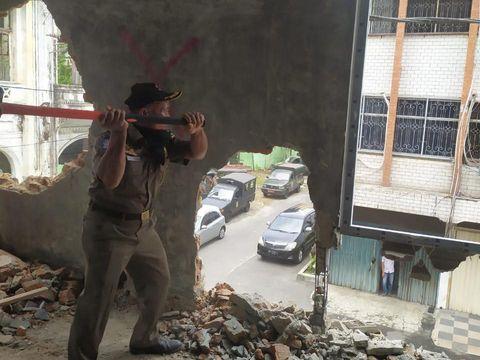 Pemkot Medan kembali menindak bangunan ilegal di Kesawan yang bentuknya telah berubah dari bentuk awal (dok Istimewa)