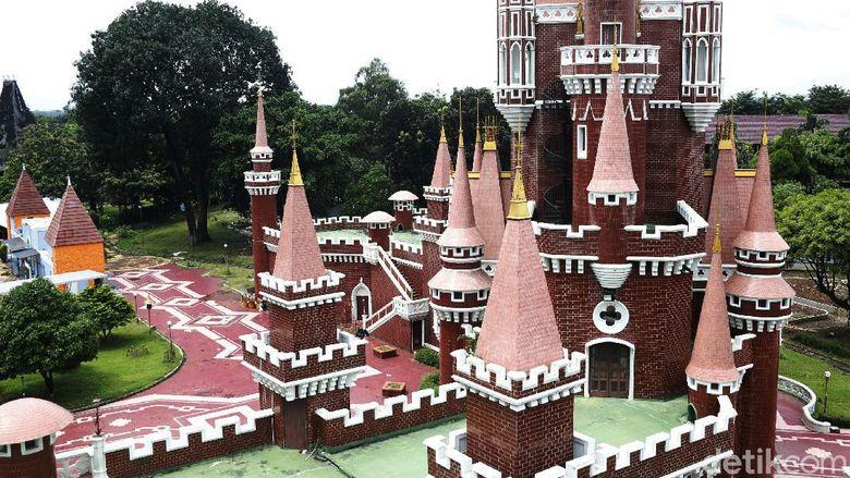 Pemerintah melalui Kementerian Sekretariat Negara akan mengambil alih pengelolaan dan pemanfaatan aset milik negara, yakni Taman Mini Indonesia Indah (TMII).