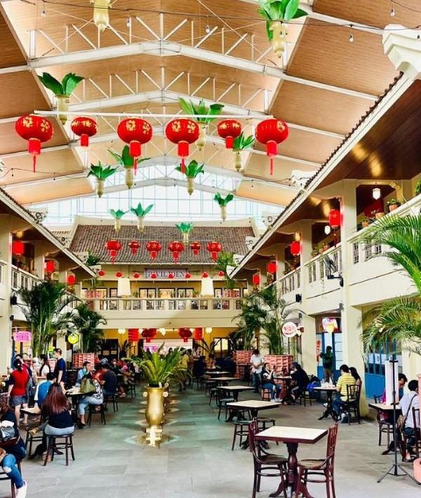 Petak Enam Di Chandra berada di Jalan Pancoran, Glodok. Lokasinya berada di seberang China Town. Tempat ini tidak hanya menyediakan ragam kuliner saja, namun desain tempatnya juga instagramable lho. (Petak Enam di Chandra/Instagram)