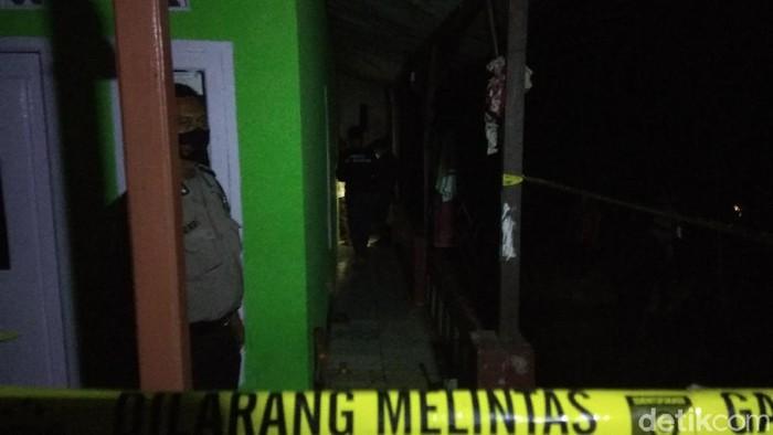 Sekeluarga ditemukan meninggal di Bandung Barat.