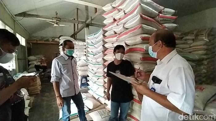 Tim gabungan melakukan sidak mengecek harga dan ketersediaan bahan pokok menjelang bulan Ramadhan di Pasar Manis Ciamis, Rabu (7/4/2021).