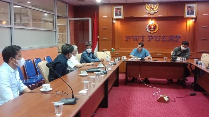 Suasana pertemuan antara pengurus PWI Pusat dan Pemerintah Provinsi Sultra bersama pengurus PWI Sultra di Kantor PWI Pusat, Rabu (7/4/2021). (dok PWI)