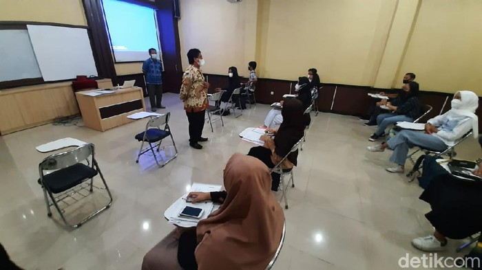 Suasana uji coba kuliah tatap muka di UNS Solo, Rabu (7/4/2021)