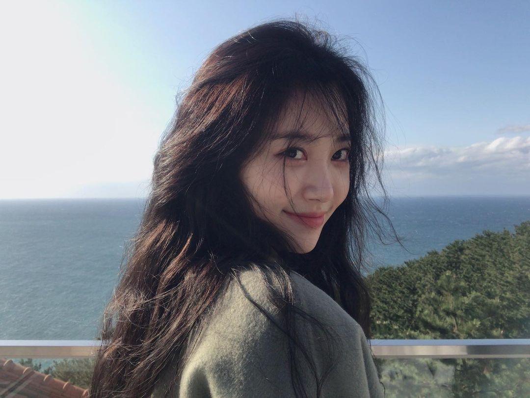 Potret Yura Girl's Day yang akan main bareng Song Hye Kyo di We Are Breaking Up