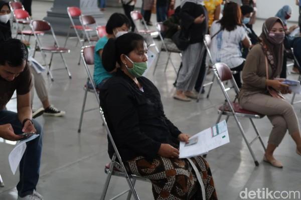 Namun baru 500 abdi dalem Keraton Ngayogyakarta Hadiningrat ikut dalam vaksinasi COVID-19 massal di Jogja Expo Center (JEC), Kapanewon Banguntapan, Bantul.